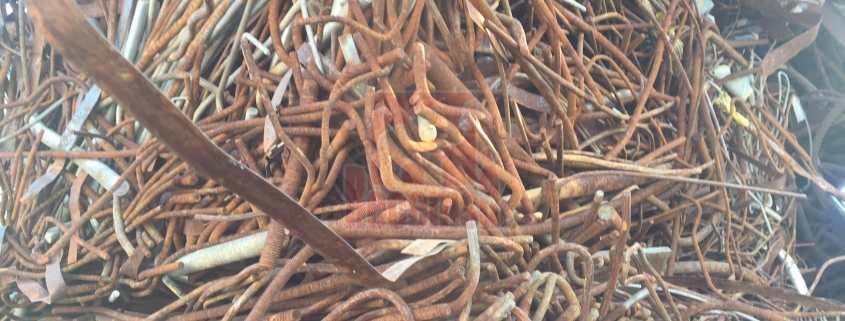Varillas de hierro oxidadas para su reutilización