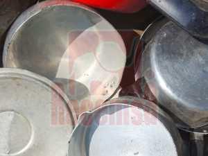 Cacharros de aluminio en chatarrería