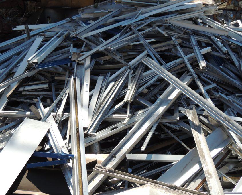 Perfil de aluminio de obra en chatarrería