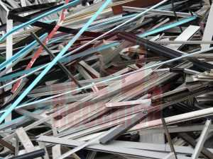 Chatarra aluminio de perfil lacado en Recemsa