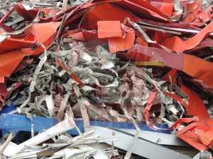 Chatarra aluminio recorte chapa lacada en chatarrería