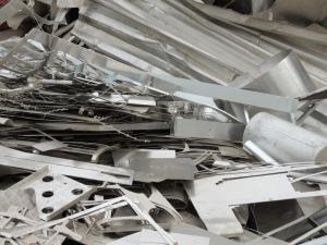 Recorte de chapa anodizado de aluminio en chatarrería