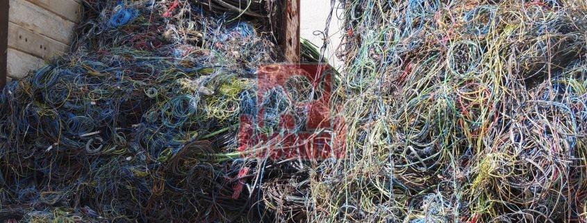 Cientos de cables y mangueras de cobre para su reciclado