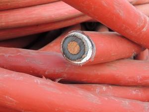 Cable con pantalla de aluminio en chatarrería
